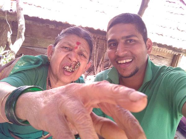 introducing selfie feature to an old lady mehek mitti ki trekraw